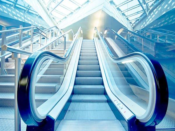 Escadas e esteiras rolantes