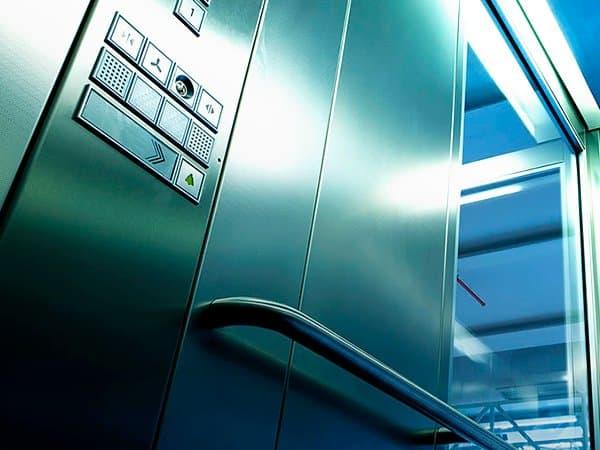 Reforma e modernização de elevadores