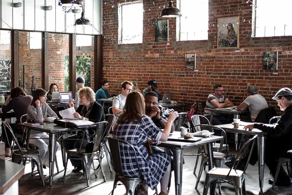 Cafeteria em espaço corporativo