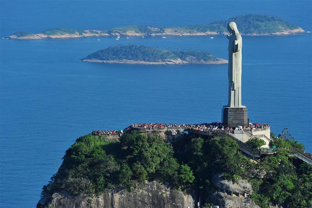 Cristo Redentor, clássico caso de circulação direcionada a um monumento.